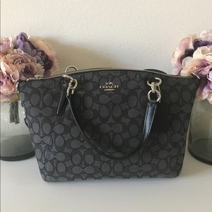 Coach Kelsey Small In Signature